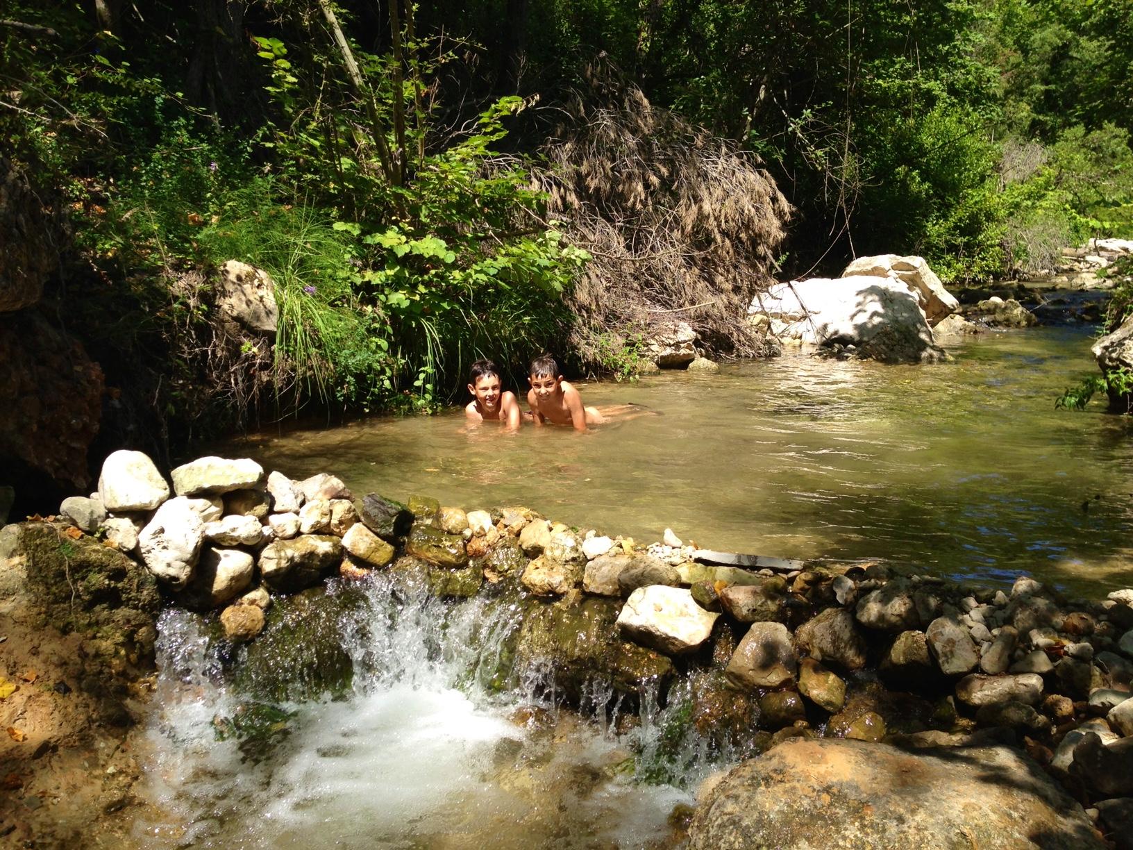 les_enfant_dans_la_rivière_Florièye.jpg