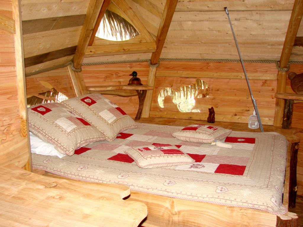 Cabanes-du-Varon-lit-des-parents-Cigaline