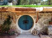 Tanière-de-Bilbo-le-Hobbit- hébergement-insolite