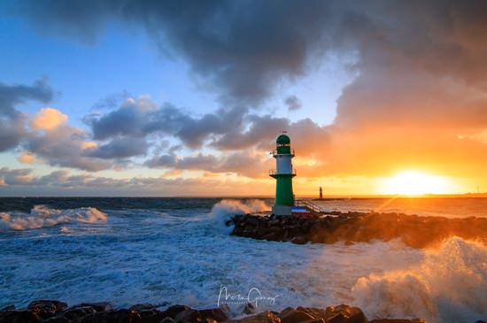 Leuchtturm im Sonnenaufgang