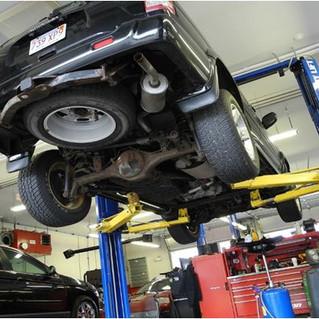¿Cuándo reparar o sustituir una pieza dañada de un auto?