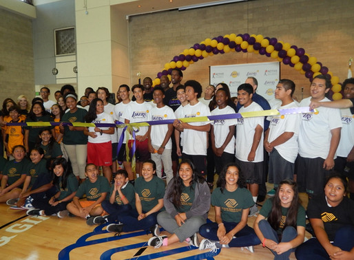 Lakers Youth Foundation Visits the Port Club