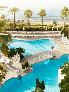 General_Pool_Puente_Romano_Marbella.jpg
