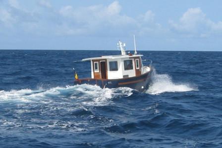 Yves Kinnard sailing in to the ocean