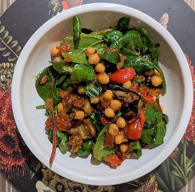 Sundried tomato and chickpea salad
