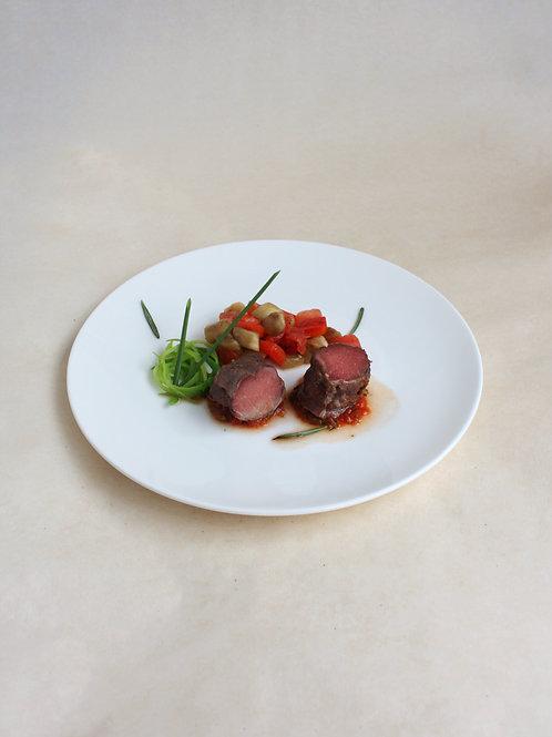 Медальоны из филе ягненка с соусом сацебели и печеными овощами
