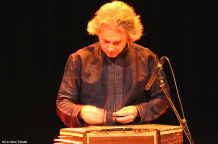 Jonathan Voyer, santoor