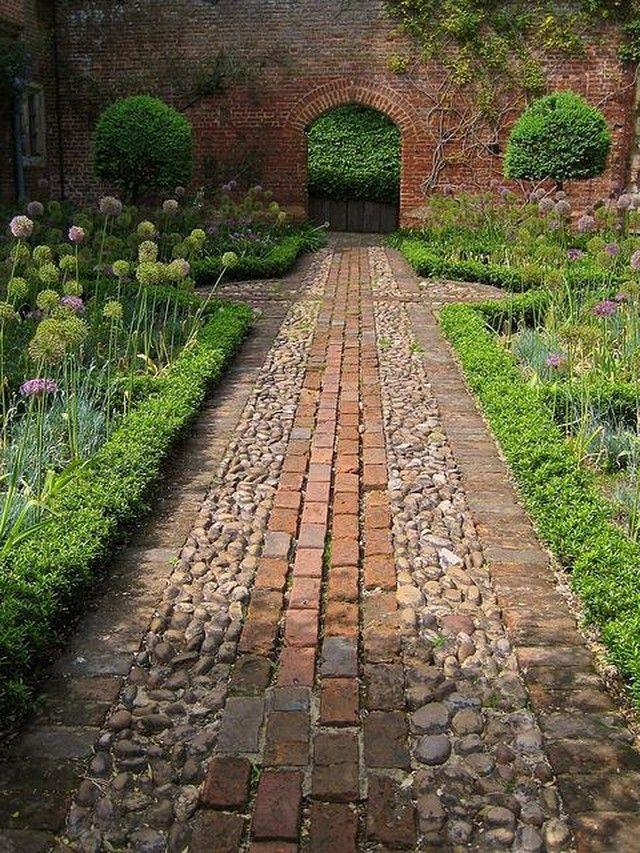 garden pic 2.jpg