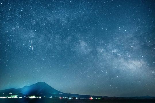 「星降る大山」星取県フォトコンテスト優秀作品