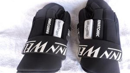 """USED Winwell 14"""" Adult Hockey Gloves. They are in like new condition. Palms are"""
