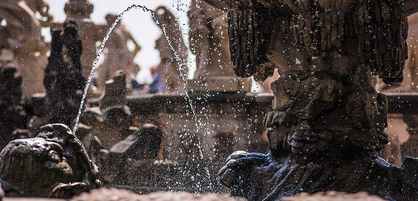 fountain-1501368_1920.jpg