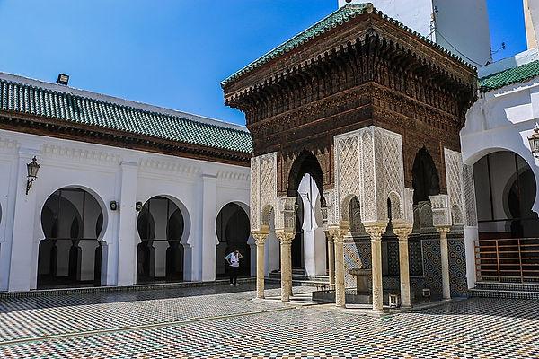 800px-Bou_Inania_Madrasa,Fes.jpg