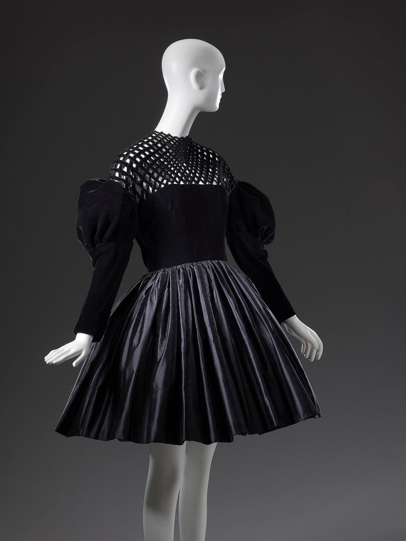 Christian Lacroix, Paris(couture house)Christian Lacroix(designer)Dress1987 autumn−winter silk, metal (fastening, hooks and eyes)
