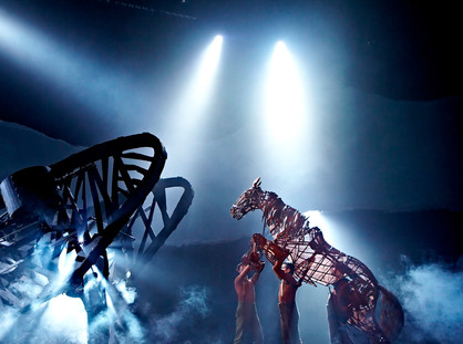 'WAR HORSE' THEATRE REVIEW