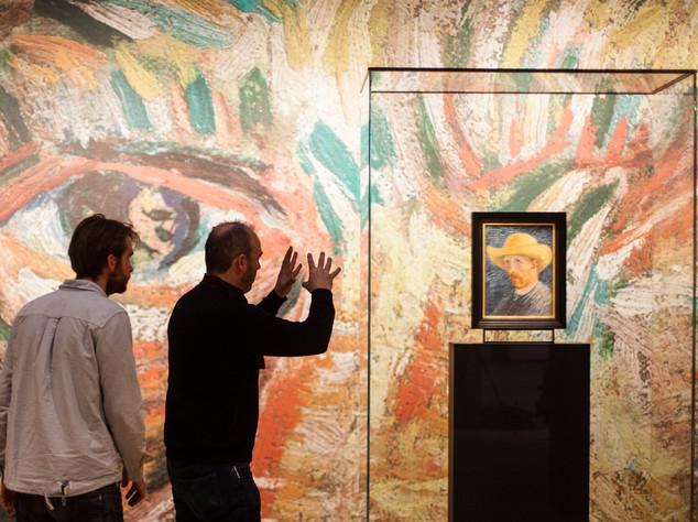 David Bickerstaff directing Jorne Tielemans at the Van Gogh Museum, Amsterdam