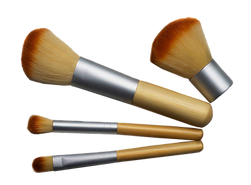 4-Piece-Travel-Bamboo-Brush-Set3_Transpa
