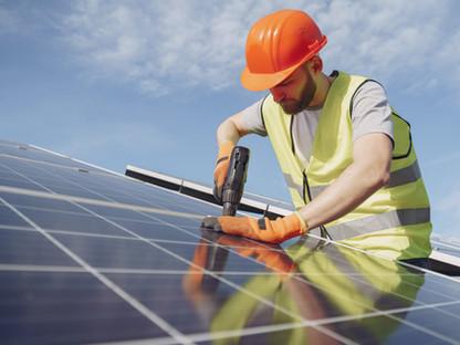 Segurança na instalação e manutenção de sistemas térmicos e fotovoltaicos