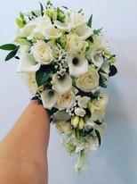 Compact tear drop bouquet