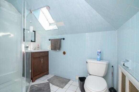27-2nd-floor-bathroomjpg
