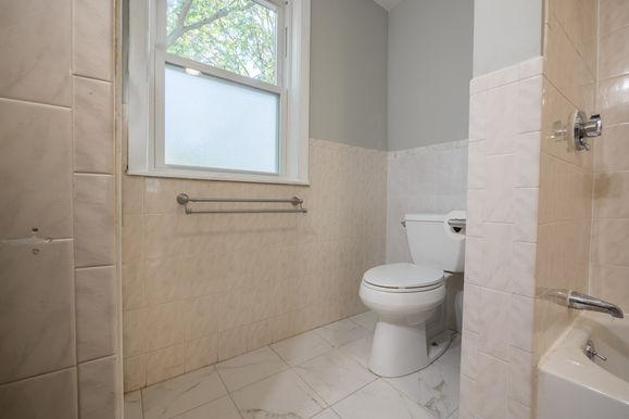 14-1st-floor-bathroom-2jpg