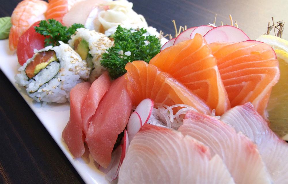 sushi_rolls_sashimi_maki_salmon_tuna_shrimp_desktop_2848x2136_wallpaper-293733.j