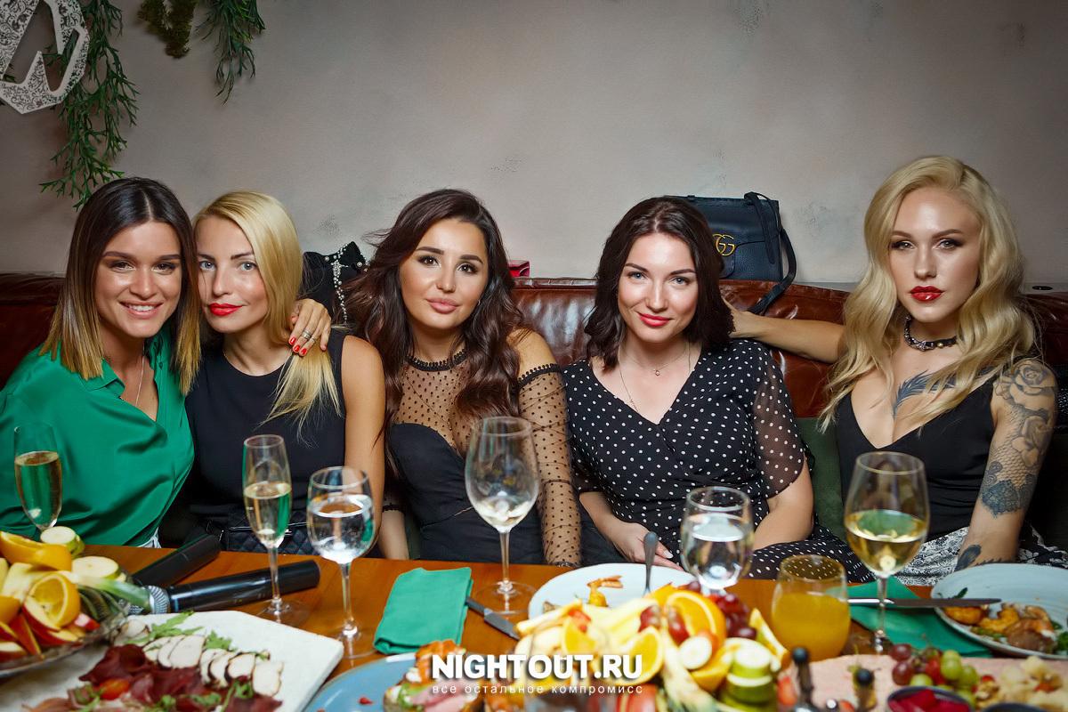 Ксения Бородина с друзьями