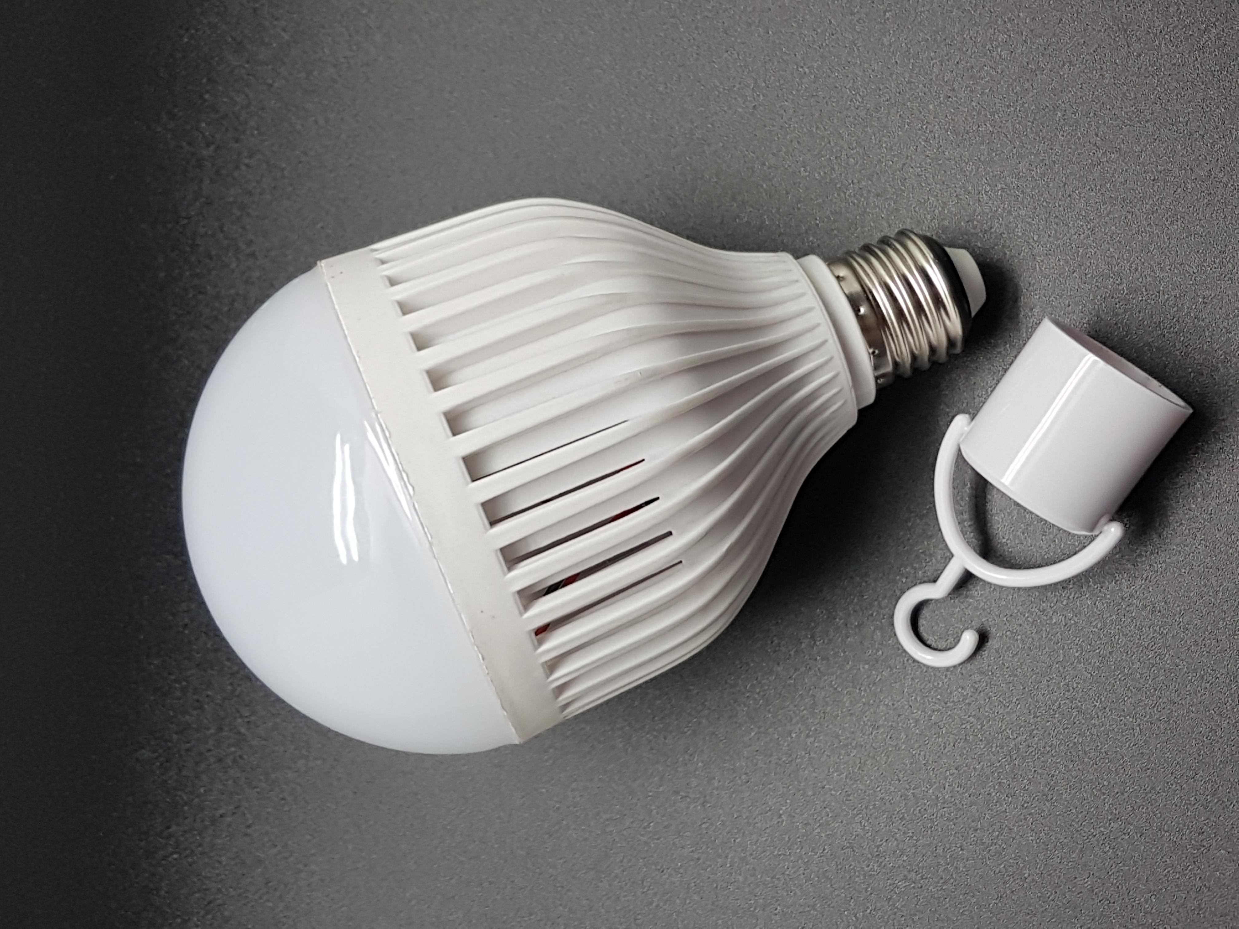 Ampoule avec son adaptateur