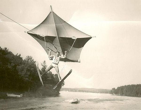 Glenn Sperry kite at Bartlett's.jpg