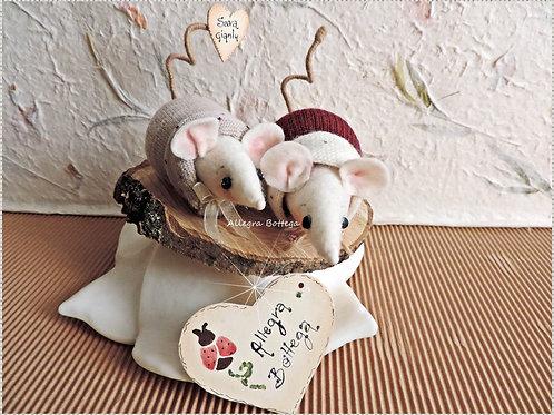 Coppia di topolini su legno