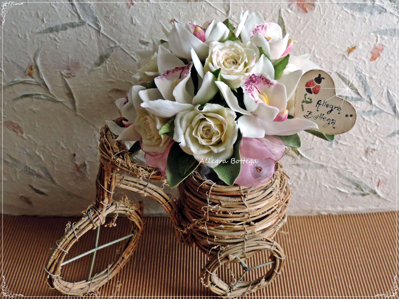 Bouquet di rose e orchidee