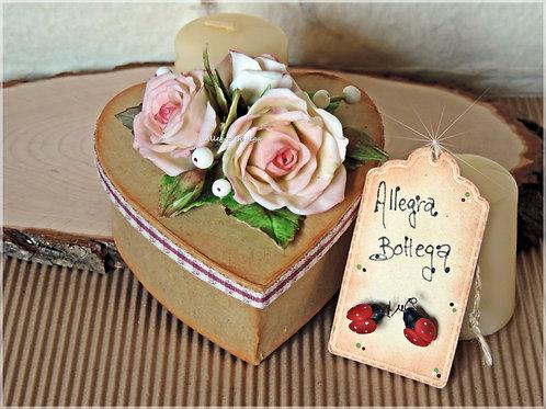 Scatole decorate con rose
