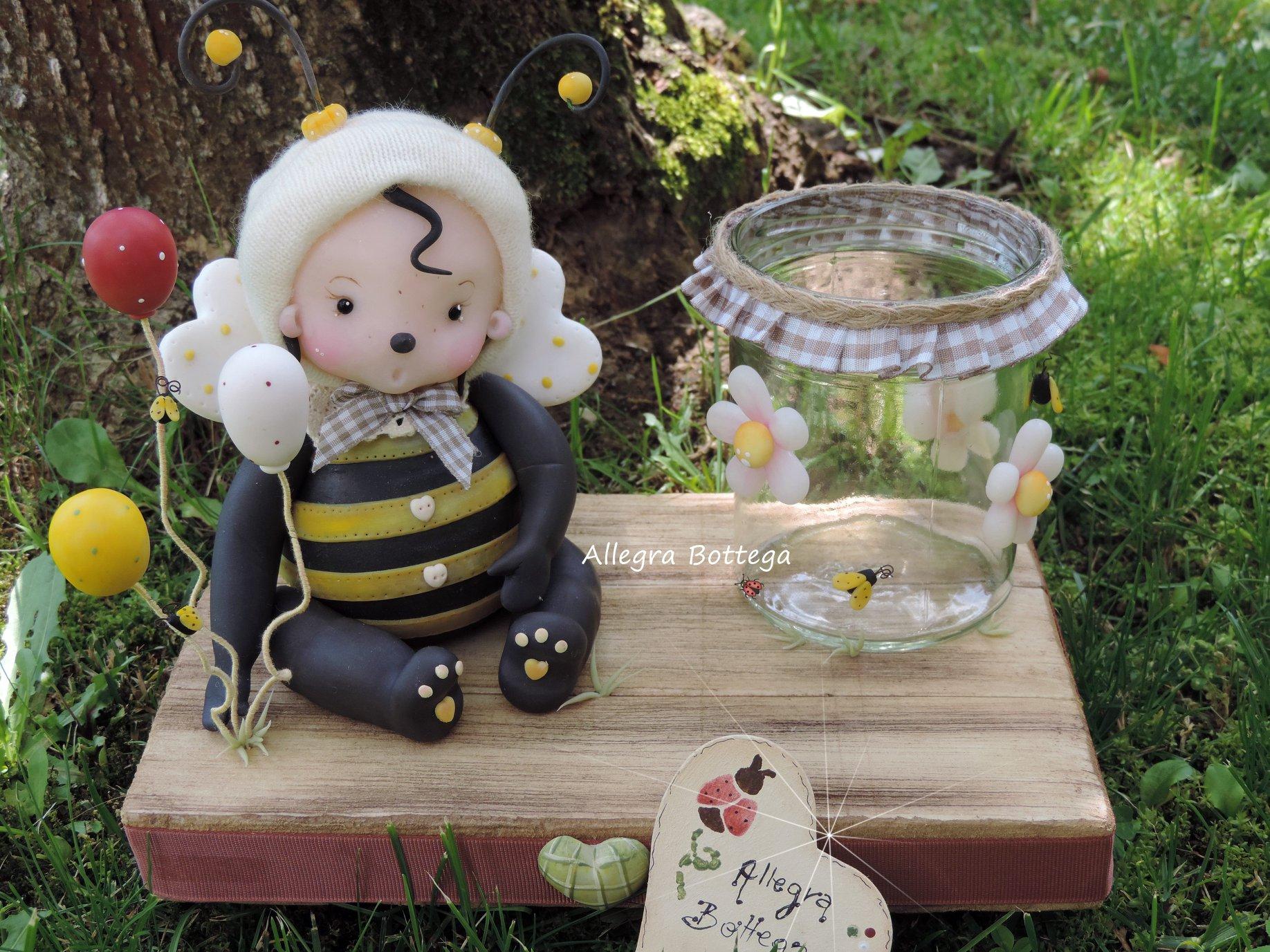 Zampina, l'ape portamatite
