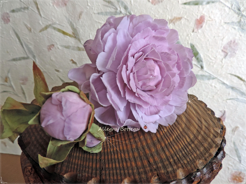 Peonia lilla in porcellana fredda