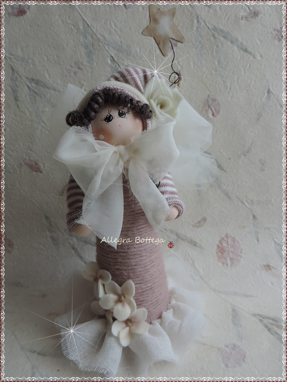 Bambola rosa sul cono