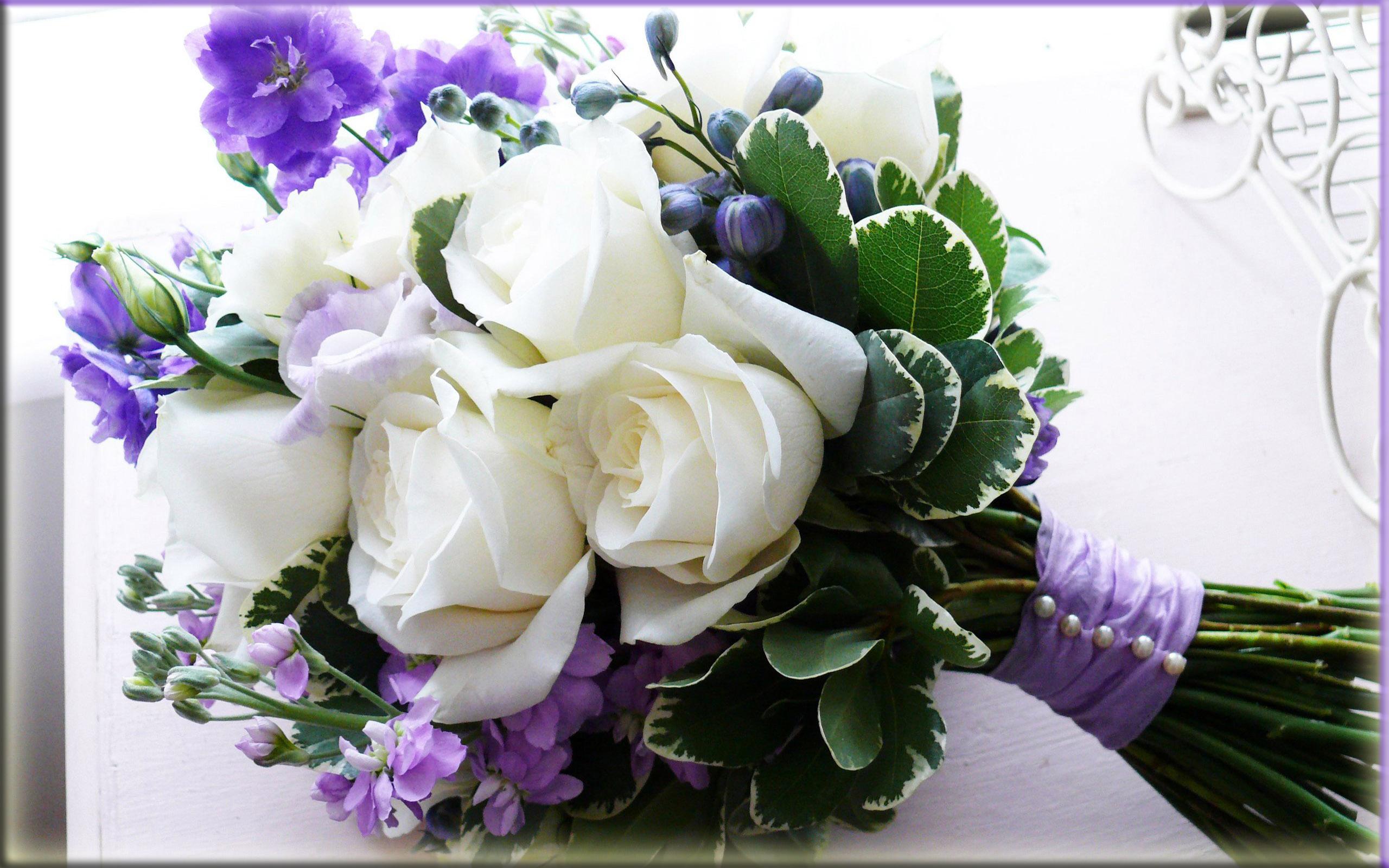 Открытка с живыми цветами на день рождения