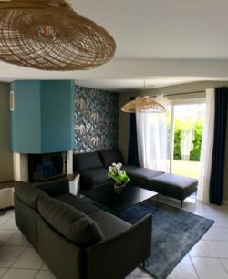 salon rénové ambiance bleu chic
