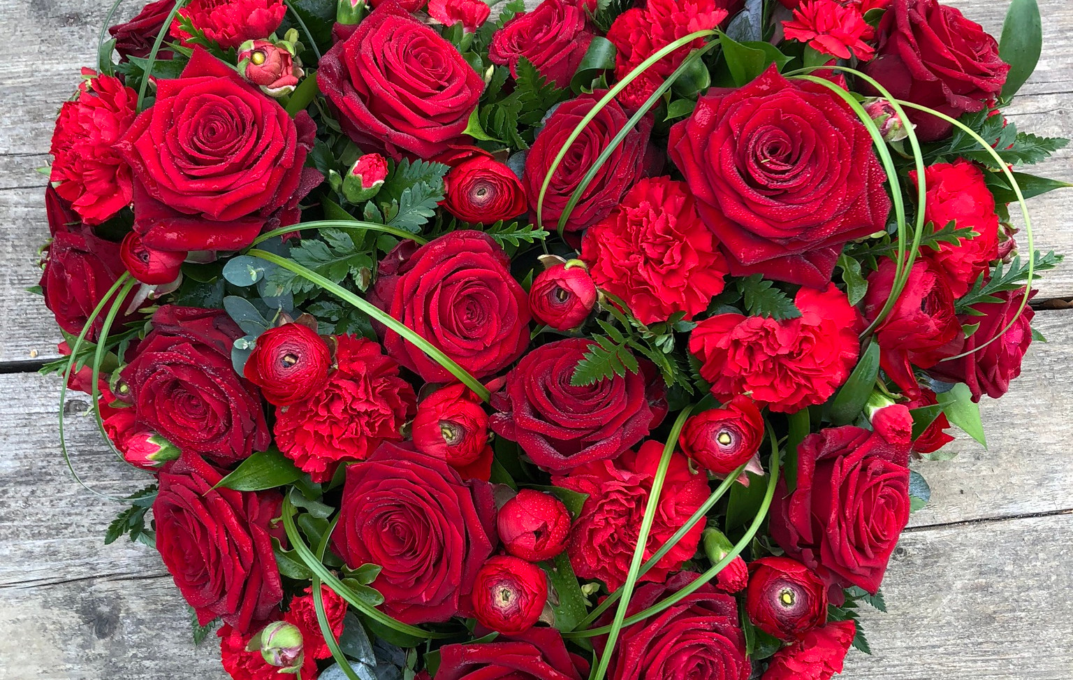 Loose Heart - Red Roses