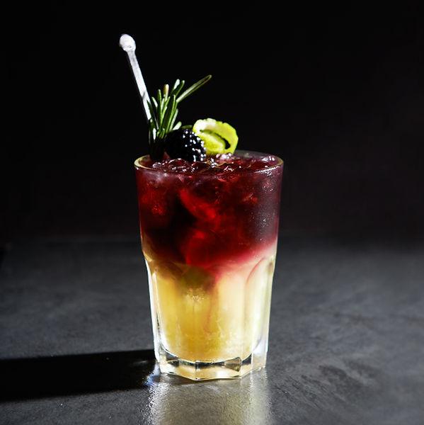 derschwarzesekt, Cocktail, Bruno cocktail, bruno, der Bruder vom Hugo, Cocktail, Party, vinospumantenero, sekt, postvinum, schwarz, sparklingwine, black, schwarzerSekt, winelover, qualitätsschaumwein, black wine,