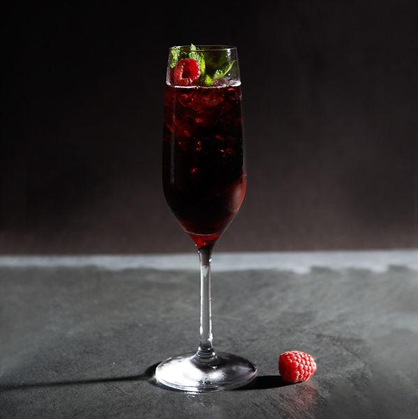derschwarzesekt, Cocktail, Mathilda cocktail, Hugo, Cocktail, Party, vinospumantenero, sekt, postvinum, schwarz, sparklingwine, black, schwarzerSekt, winelover, qualitätsschaumwein, black wine,