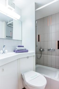 Gartenseite Wohnung Badezimmer