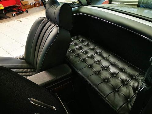 Coussin en cuir sur-mesure - Custom-made leather cushion
