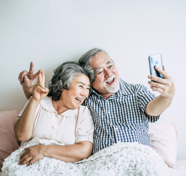 grandparents connecting with family virtually