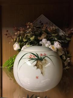 White Urn 8 | 16cm diameter x 14cm