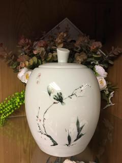 White Urn 9 | 11cm diameter x 19cm (h)