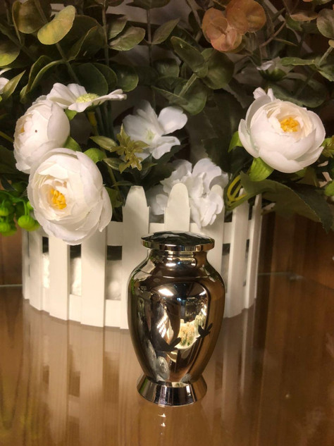 Tall Silver Metal Urn With Black Doves | 4cm diameter x 7cm (h)