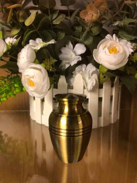 Tall Gold Metal Urn With Lines | 4.5cm diameter x 7.5cm (h)