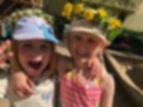 glada barn med krans 1.jfif