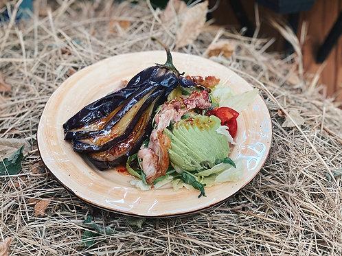 Салат с беконом и жареным баклажаном