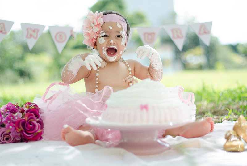 Smash the cake - Laura logo-285_edited.jpg