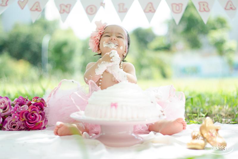 Smash the cake - Laura logo-233_edited.jpg